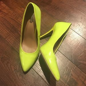 Neon yellow green pointed toe pumps